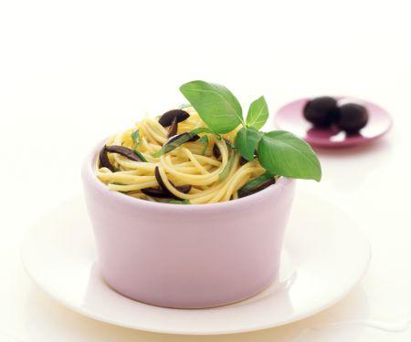 Spaghettini mit Zitrone und Oliven