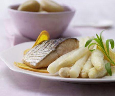 Fleisch und Fisch zu Spargel