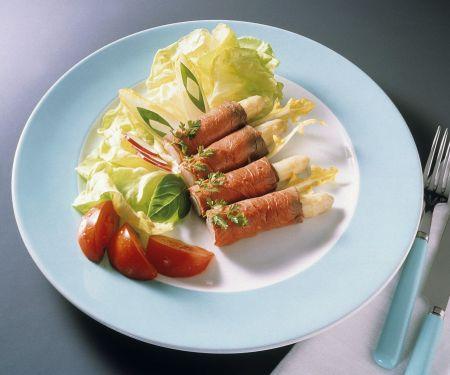 Spargel im Roastbeefmantel mit Salat