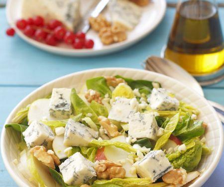 Spinat-Birnen-Salat mit Blauschimmelkäse und Walnüssen