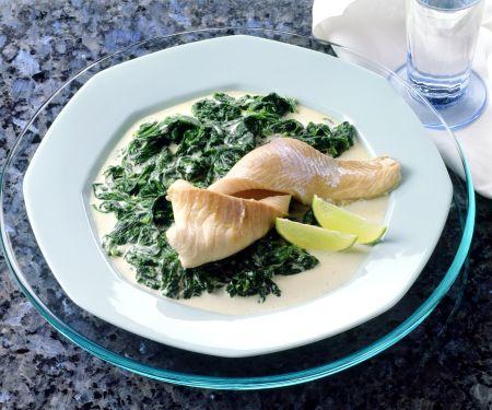 Spinat in Knoblauchsauce mit Schellfischfilet