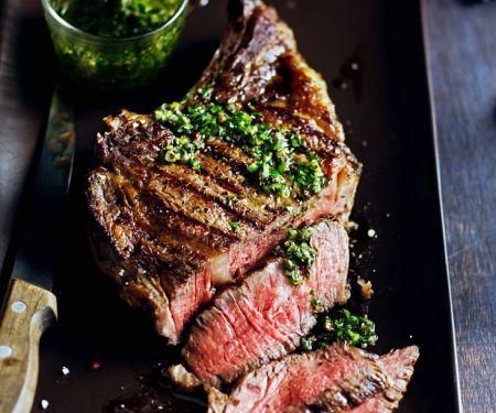 Steak aus der Hochrippe mit Kräutersoße