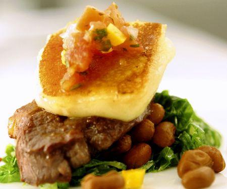 Steak mit Bohnen und Käse