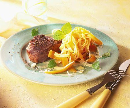 Steaks mit Möhren-Nudeln