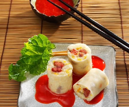 Süße-Reis-Röllchen mit Fruchtsauce