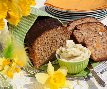 Süßes Brot mit Aprikosen