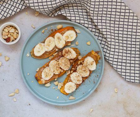 Süßkartoffel-Toast mit Erdnussbutter und Banane