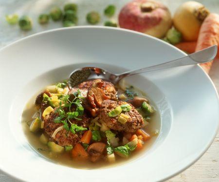 Suppe mit Gemüse und Rehfrikadellen