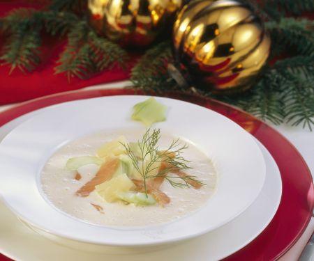 Suppe mit geräuchertem Fisch und Meerrettich