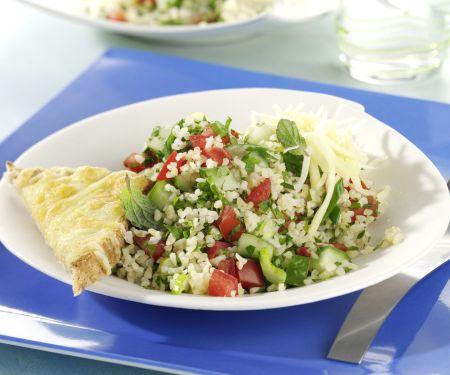 Taboulé-Salat mit Käse-Toastecken