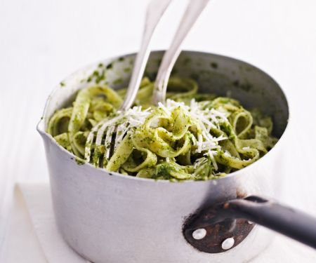 Tagliatelle mit grünem Pesto