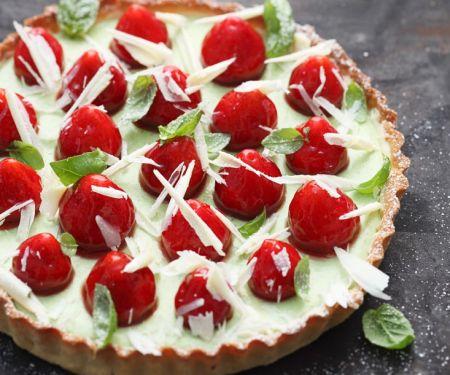 Tarte mit Basilikumcreme und Erdbeeren
