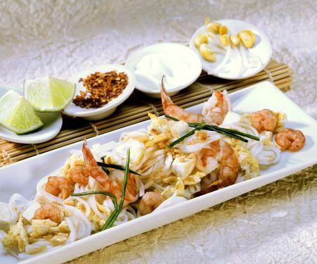 Thai-Nudeln mit Scampi, Tofu und Ei