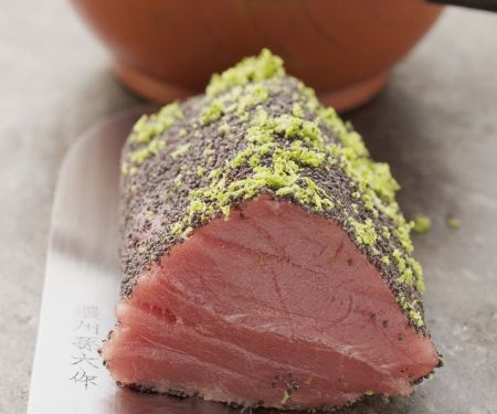 Thunfischfilet mit Mohn und Limettenabrieb