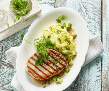 Thunfischsteak mit Avocado-Kartoffelbrei
