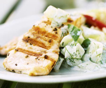 Thunfischsteak vom Grill mit Gurkensalat