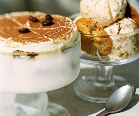 Tiramisu-Eissoufflé und Cookie-Eiscreme