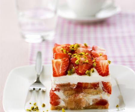 Tiramisu mit Rhabarber und Erdbeeren