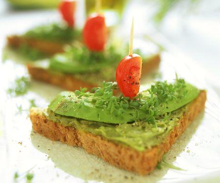 Toast mit Avocadocreme