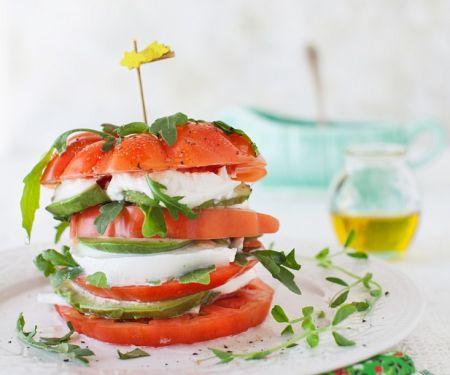 Tomate-Mozzarella mit Avocado