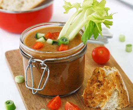 Tomaten-Gazpacho mit Sellerie