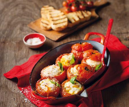 Tomaten mit Eiern gefüllt