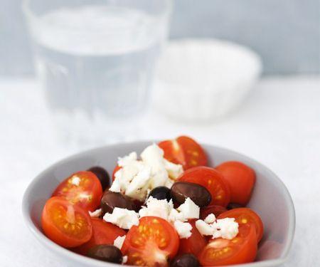 Tomaten mit Schafskäse und Oliven