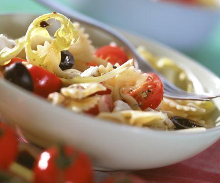 Tomaten-Nudel-Salat mit Löwenzahn