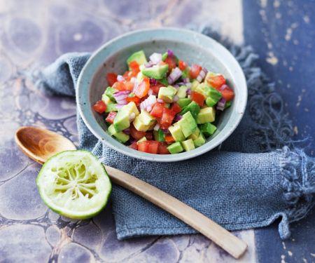 Tomatensalat mit Avocado