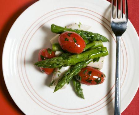 Tomatensalat mit grünem Spargel und Palmherzen