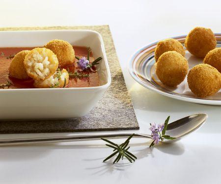 Tomatensuppe mit frittierten Reiskugeln