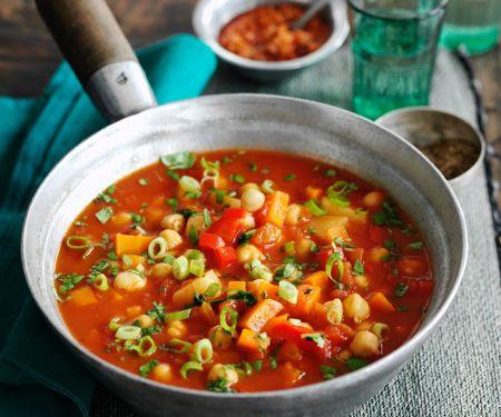 Tomatensuppe mit Hähnchenbrust und Gemüse