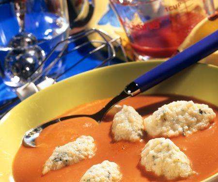 Tomatensuppe mit Käsenocken