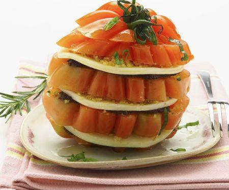 Tomatentürmchen mit geräuchertem Mozzarella (Scamorza)