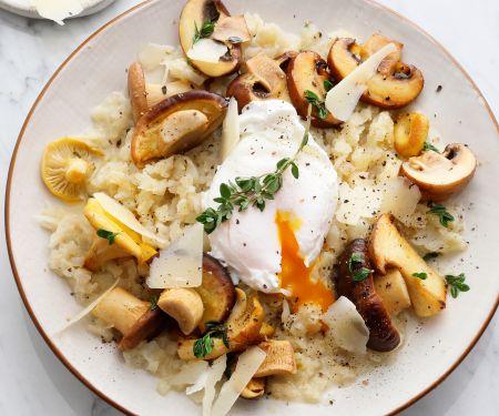 Topisotto mit Pilzen und pochiertem Ei
