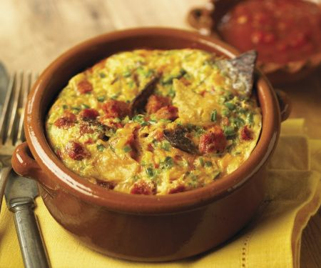 Tortilla-Frittata und mexikanischer Salsa