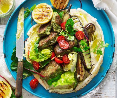 Tortilla mit Kichererbsentalern, Grillgemüse und Hummus