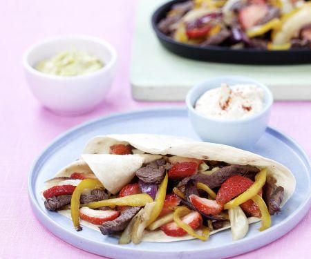 Tortilla mit Rindfleisch, Paprika und Erdbeeren