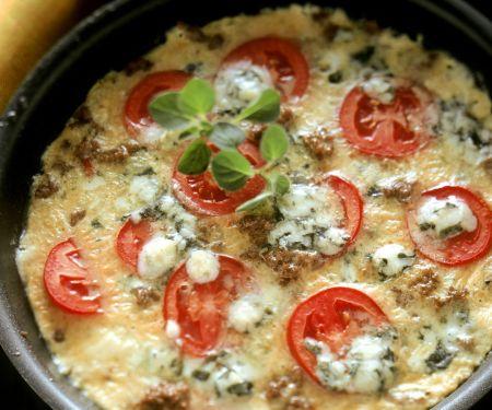 Tortilla mit Tomaten, Hackfleisch und Blauschimmelkäse