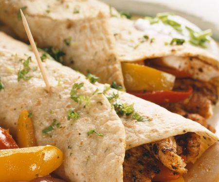 Tortillafladen mit Hähnchen und Gemüse
