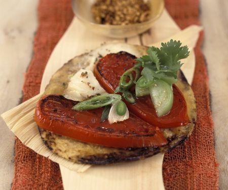 Überbackene Tortillafalden mit Tomaten und scharfer Salsa