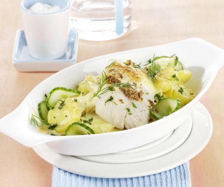 Überbackenes Seelachsfilet auf Kartoffel-Gurken-Gemüse