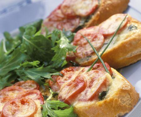 Überbackenes Tomaten-Baguette