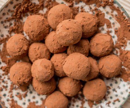 Vegane Schokopralinen mit Kakaohülle