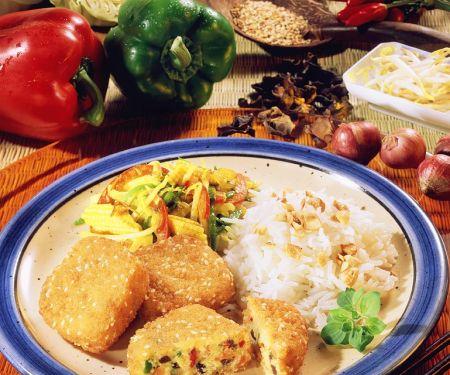 Vegetarische Frikadellen mit Gemüse und Reis