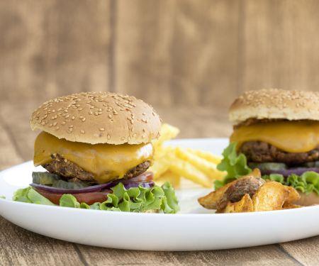 Veggie-Bohnen-Cheeseburger mit Röstzwiebeln