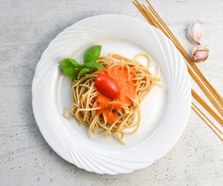 Vollkornspaghetti mit Tomatensauce