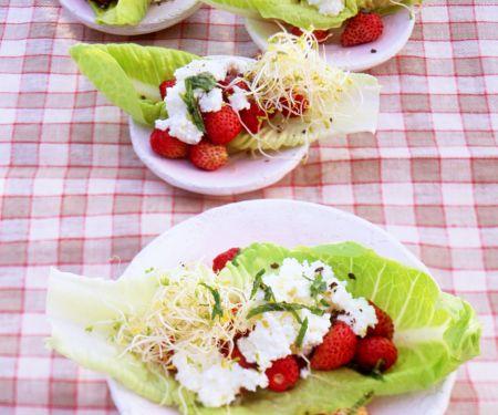Walderdbeer-Salat mit Sprossen