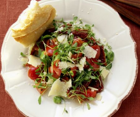 Wasserkressesalat mit dicken Bohnen, Tomaten und Parmesan