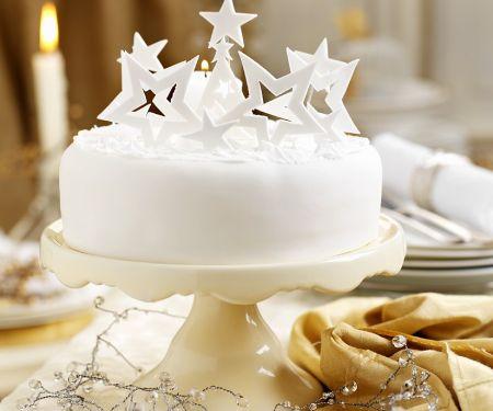 Weihnachtliche Torte mit Sternen